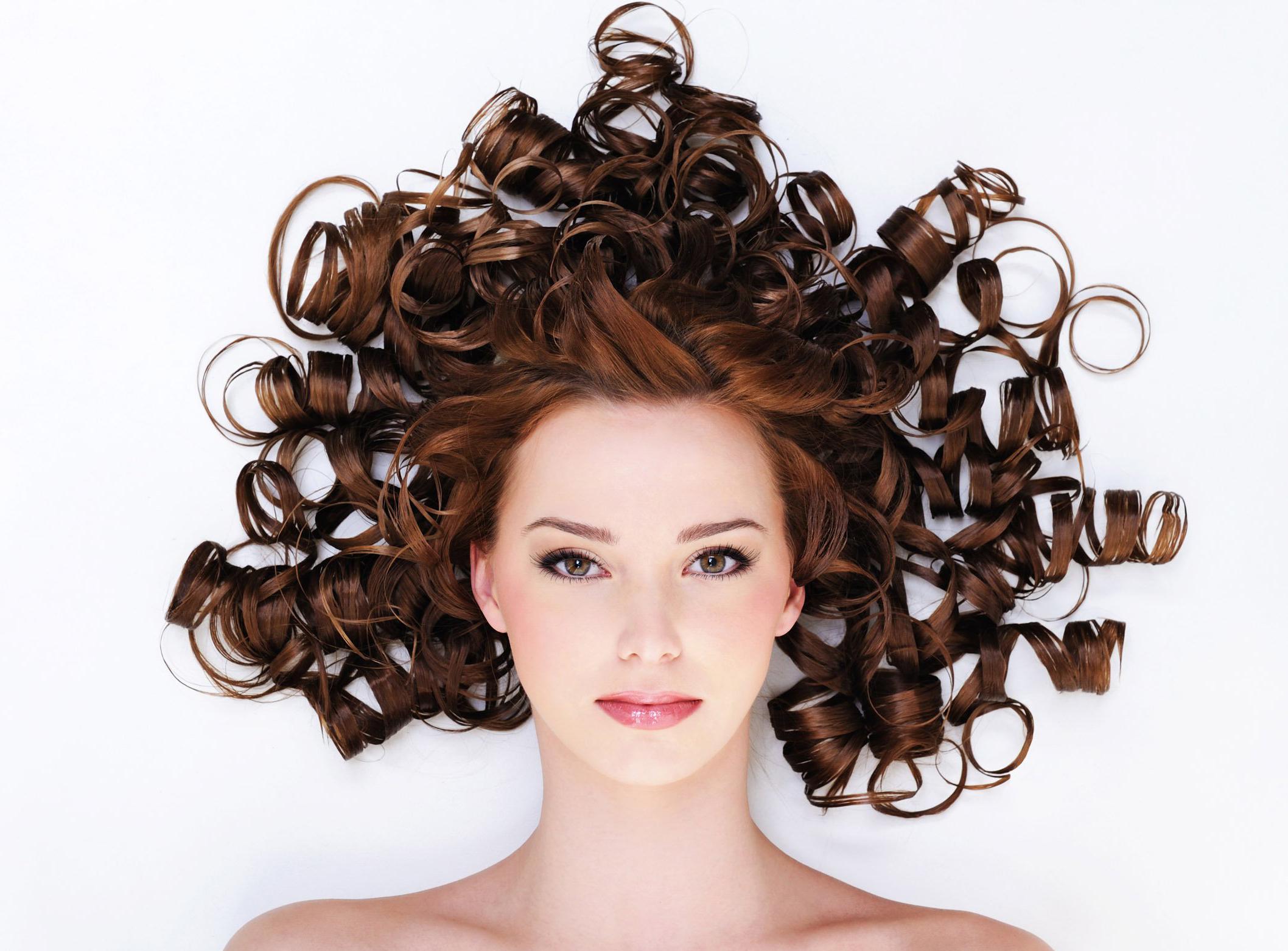 Девушки с кудрявыми волосами прически